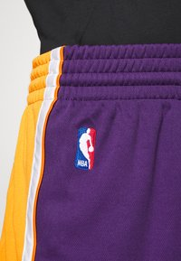 Mitchell & Ness - LA LAKERS NBA AUTHENTIC SHORTS - Short de sport - purple - 6