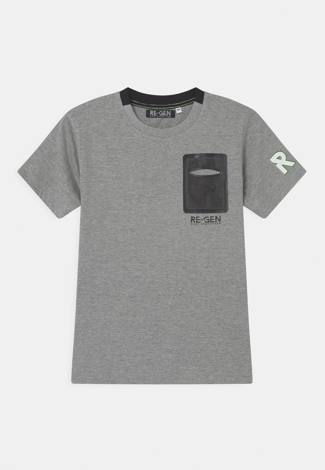 TEEN BOYS  - T-shirts med print - grey melange