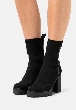 PLATFORM MID BOOT - Platform ankle boots - black