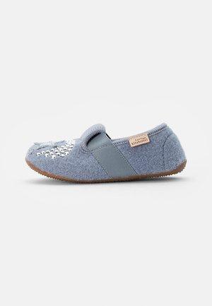 T-MODELL EINHORN & STERN - Pantoffels - pearl blue