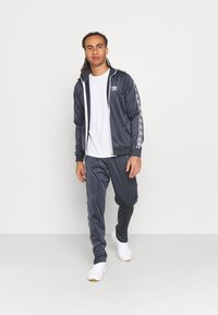 Umbro - ACTIVE STYLE TAPED TRACKSUIT - Tracksuit - indian ink/white - 1
