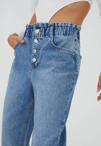 PULL&BEAR - Relaxed fit jeans - mottled blue - 5