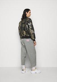Versace Jeans Couture - BROCCATO LOGO BAROQUE  - Bomber Jacket - black - 2