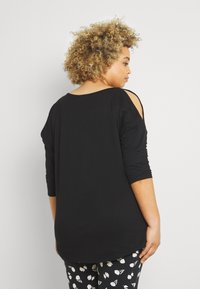 CAPSULE by Simply Be - COLD SHOULDER TUNIC - Print T-shirt - black - 2