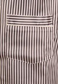 LingaDore - TOP WITH SHORTS SET - Pyjamas - white/grey - 6