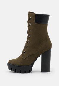 Even&Odd - Kotníková obuv na vysokém podpatku - khaki - 1