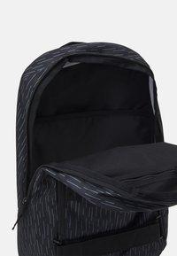 Nike Sportswear - COURTHOUSE - Ryggsäck - black/white - 2