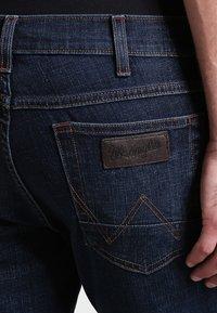 Wrangler - GREENSBORO - Jeansy Straight Leg - el camino - 4