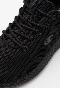 Champion - LOW CUT SHOE SPRINT WINTERIZED - Neutrální běžecké boty - triple new black - 5