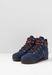 adidas Originals - JAKE BOOT 2.0 - Snørestøvletter - collegiate navy/maroon/brown - 2