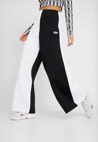 adidas Originals - PANT - Träningsbyxor - black/white - 0