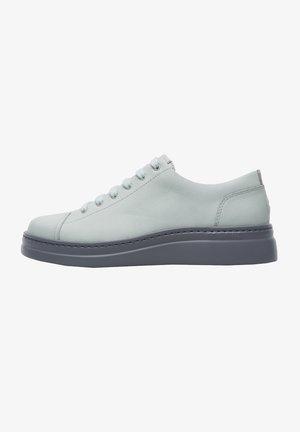 RUNNER UP - Sneakers laag - grau