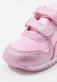 Puma - CABANA RACER GLITZ  - Sneakers - pale pink - 2