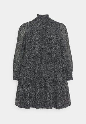 PCMATHILA DRESS - Denní šaty - black/white