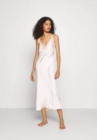 Marks & Spencer London - ROSIE BRIDAL CHEM - Noční košile - ivory - 0