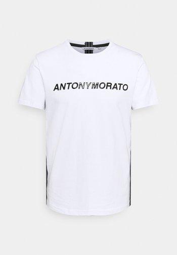 SHINING FOAM LOGO - Camiseta estampada - white
