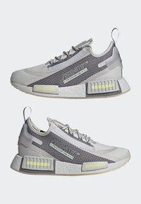 adidas Originals - NMD_R1 SPECTOO UNISEX - Sneakersy niskie - grey one/grey three/yellow tint - 7