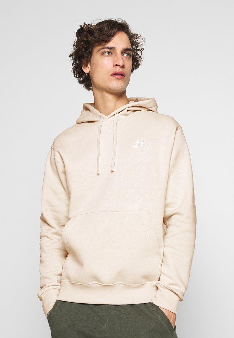 Nike Sportswear - CLUB HOODIE - Luvtröja - light bone/white