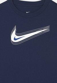 Nike Sportswear - UNISEX - Triko spotiskem - midnight navy/white - 2