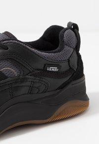 Vans - VARIX WC - Trainers - black - 5