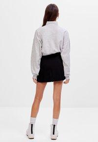 Bershka - KARIERTER - Plisovaná sukně - black - 2