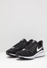 Nike Performance - AIR ZOOM VOMERO  - Zapatillas de running neutras - black/white/thunder grey - 2