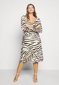 Lauren Ralph Lauren Woman - POLLY DAY DRESS - Jersey dress - cream/brown - 2
