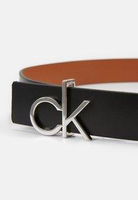 Calvin Klein - LOW GIFTPACK - Pásek - black/cognac - 3