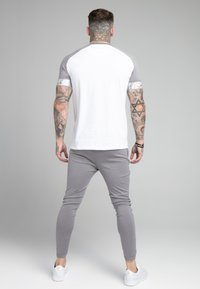 SIKSILK - SCOPE TAPE TECH TEE - Print T-shirt - grey marl/white - 2