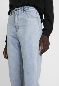 Object Tall - OBJMANDY MOM - Jeans Relaxed Fit - light blue denim - 3
