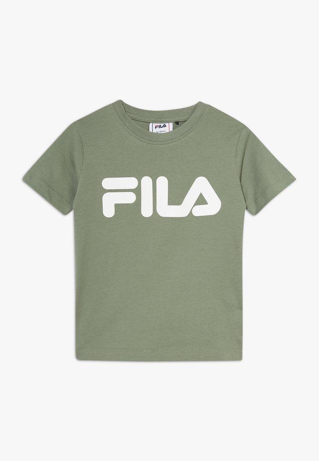 CLASSIC LOGO TEE - T-shirt z nadrukiem - sea spray