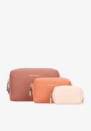 TRAVEL ITEMS SET 3TLG. - Wash bag - cinn/ches/n pink