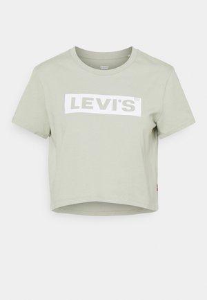 CROPPED JORDIE TEE - T-shirts med print - desert sage
