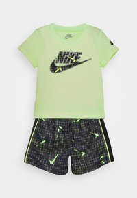 Nike Sportswear - GLOW IN THE DARK SET UNISEX - T-shirt z nadrukiem - black - 0