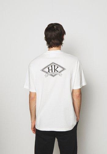 BOXY TEE BACK - Print T-shirt - off white