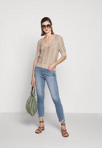 3x1 - AUTHENTIC CROP - Jeans straight leg - gina destroy - 1
