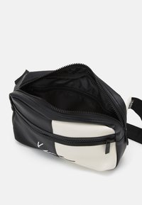 Karl Kani - SIGNATURE BLOCK WAIST BAG - Bum bag - black - 2
