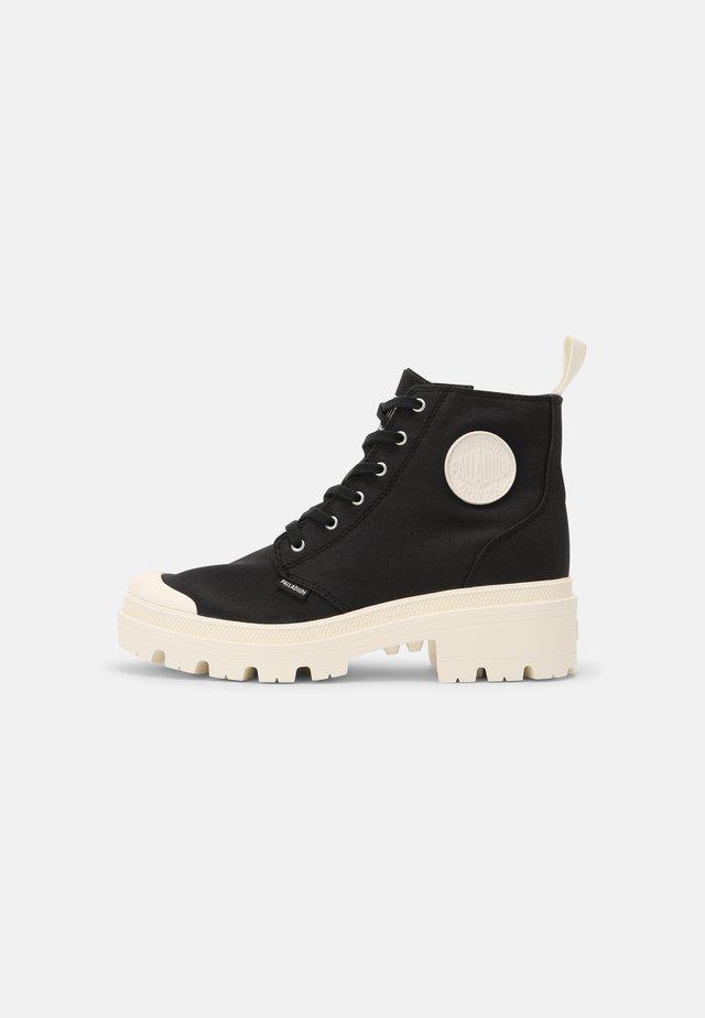 PALLABASE  - Boots à talons - black/marshmallow