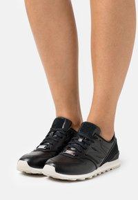 New Balance - WL996 - Zapatillas - black - 0
