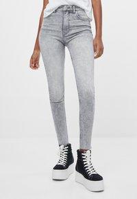 Bershka - Jeans Skinny - grey - 0
