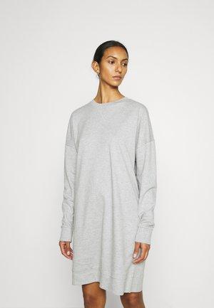 PCNALLY DRESS - Denní šaty - light grey