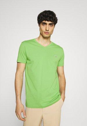 ORIGINAL SLIM V NECK - T-shirts - foliage green