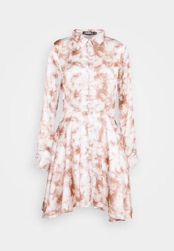 PRINTED BUTTON THROUGH SHIRT DRESS - Shirt dress - pink