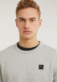 CHASIN' - TOBY - Sweatshirt - light grey - 3
