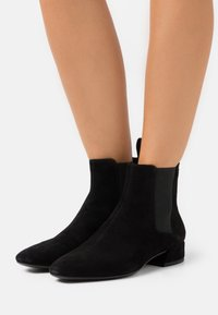 Vagabond - JOYCE - Classic ankle boots - black - 0