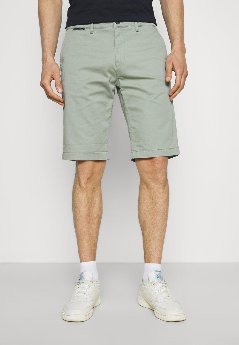 TOM TAILOR DENIM - Shorts - greyish shadow olive