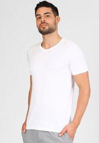 Jack & Jones - JACBASIC V-NECK TEE 2 PACK  - Undershirt - white - 1