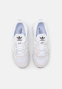 adidas Originals - ZX 700 HD SHOES - Matalavartiset tennarit - footwear white/core black - 3