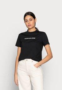 Calvin Klein Jeans - SHRUNKEN INSTITUTIONAL TEE - Print T-shirt - black - 0