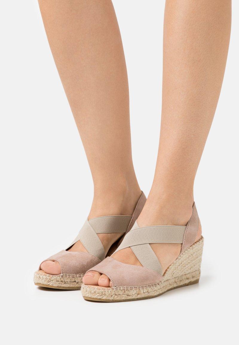 Kanna - ANIA - Sandalen met plateauzool - taupe